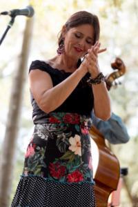 Carole Cottel, Chant et palmas.