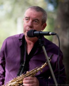 François Fava, saxophone et chant.