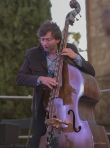 Laurent Clain, contrebasse.